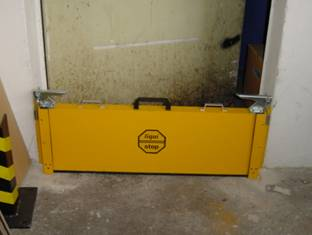 doorway spill barrier, water barrier liquistop spill barrier lq-s